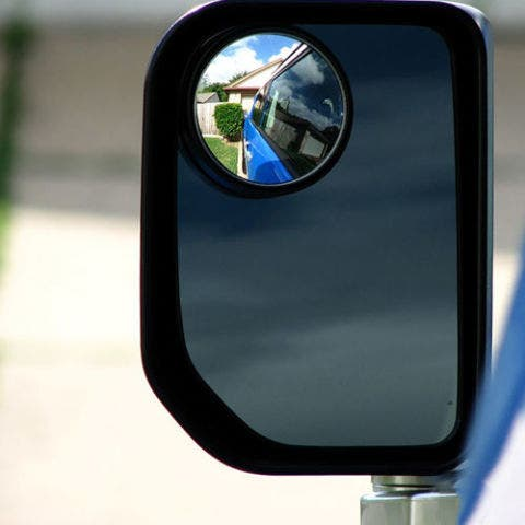 Automotive mirror, Mode of transport, Rear-view mirror, Glass, Reflection, Automotive side-view mirror, Mirror, Tints and shades, Azure, Material property,