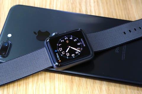 Apple Watch Series 2 iPhone