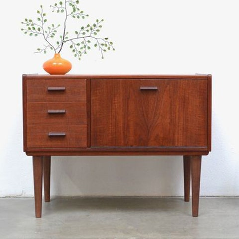 """<p><strong data-redactor-tag=""""strong"""" data-verified=""""redactor""""><em data-redactor-tag=""""em"""" data-verified=""""redactor"""">1950s Danish Modern Teak Entry Storage Chest, currently $96&nbsp;</em></strong><a href=""""https://www.ebay.com/itm/1950s-Danish-Modern-Teak-Entry-Storage-Chest-Table-Mini-Bar-Mid-Century-Vintage/302621067338"""" target=""""_blank"""" class=""""slide-buy--button"""" data-tracking-id=""""recirc-text-link"""">BUY NOW</a></p><p><strong data-verified=""""redactor"""" data-redactor-tag=""""strong"""">Best for Those Who Love the Thrill of the Chase</strong><br></p><p>A site that really needs no introduction, eBay is a great resource for vintage decor items. Users can bid on most of the items available (though some can be bought directly from the seller for a slightly higher price), and, depending on how coveted the item is, it can really come down to the wire when placing those last offers!&nbsp;</p><p>You can also set notifications for certain keywords&nbsp;if you have a specific piece on your wish list that you've been wanting to track down. The sellers all have ratings and feedback scores, which you can check out for peace of mind before you place your first&nbsp;bid.</p>"""