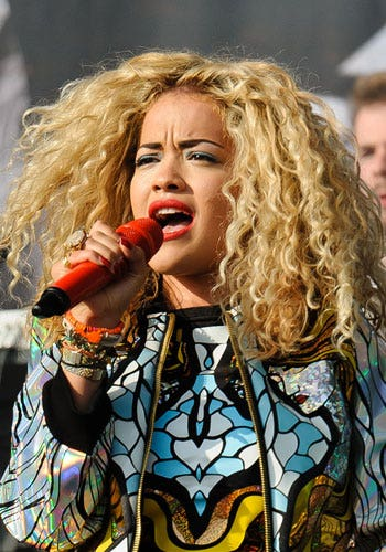 Hair, Face, Audio equipment, Nose, Lip, Microphone, Hairstyle, Music, Music artist, Singing,