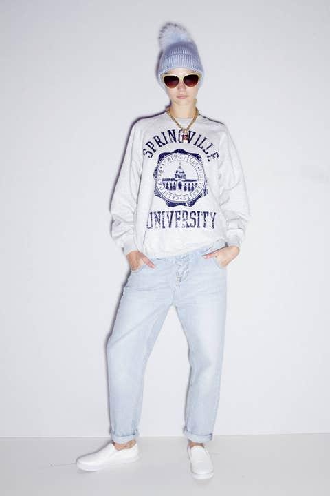 Eyewear, Vision care, Blue, Sleeve, Trousers, Denim, Shoulder, Textile, Standing, Joint,