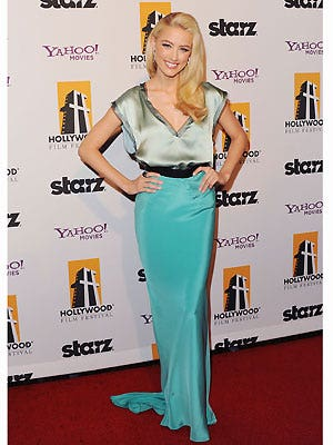 Actress Amber Heard injected a little bit of colour on the red carpet at the Hollywood Film Awards. Her turquoise and mint green ensemble looked lovely but we do wish she'd have added a big necklace or some chunky bangles