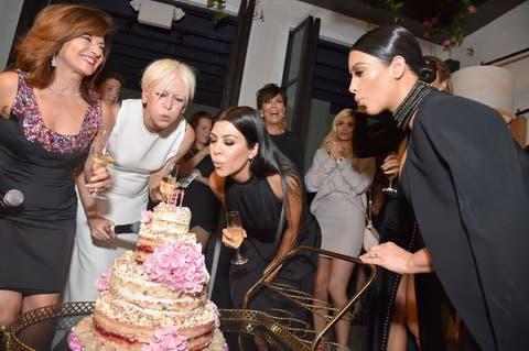 Cake, Dessert, Baked goods, Dress, Sweetness, Cake decorating, Ingredient, Cuisine, Formal wear, Party,