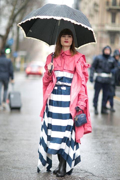 Sleeve, Infrastructure, Textile, Street, Umbrella, Winter, Street fashion, Style, Coat, Dress,