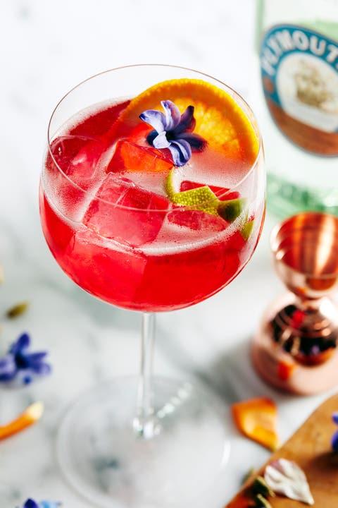 Drink, Food, Cocktail garnish, Alcoholic beverage, Cocktail, Ingredient, Wine cocktail, Non-alcoholic beverage, Spritzer, Champagne cocktail,