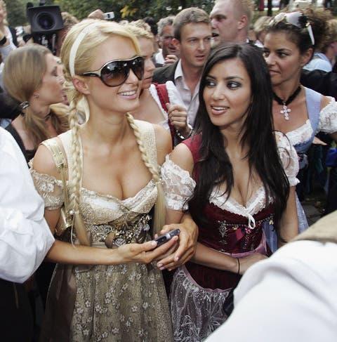 Eyewear, People, Event, Beauty, Fashion, Crowd, Blond, Glasses, Friendship, Sunglasses,