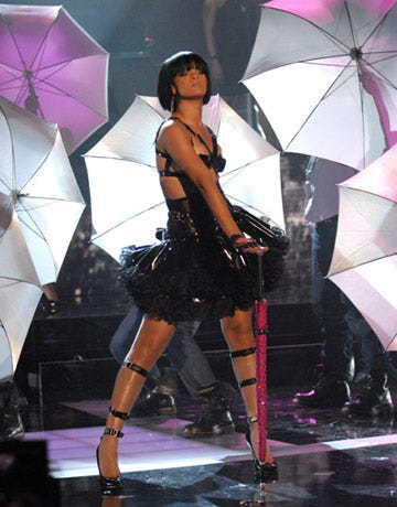 """Rihanna performs """"Umbrella"""" for the fans."""