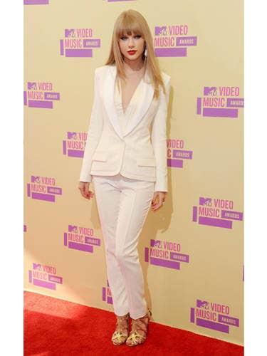 Clothing, Sleeve, Outerwear, Pink, Magenta, Style, Purple, Fashion model, Fashion, Bangs,