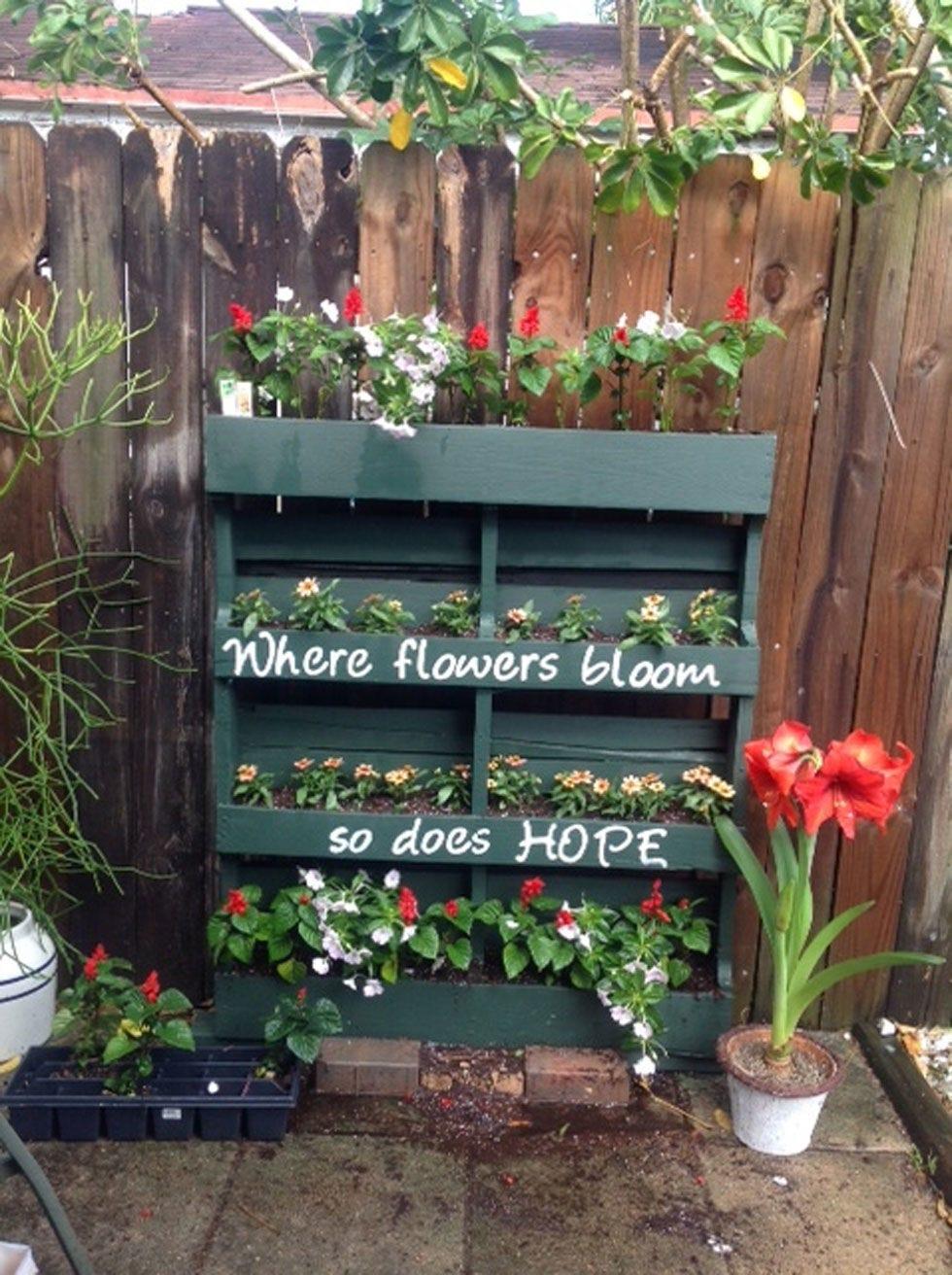 1427220648-diy-vertical-pallet-garden-container-gardening-flowers-gardening