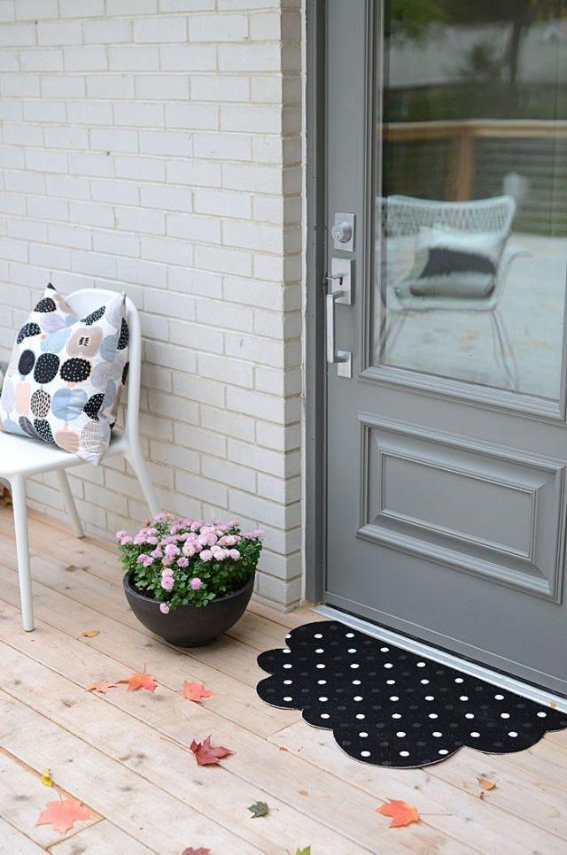 Flowerpot, Fixture, Home door, Door, Door handle, Houseplant, Floral design, Flower Arranging, Mat, Carpet,