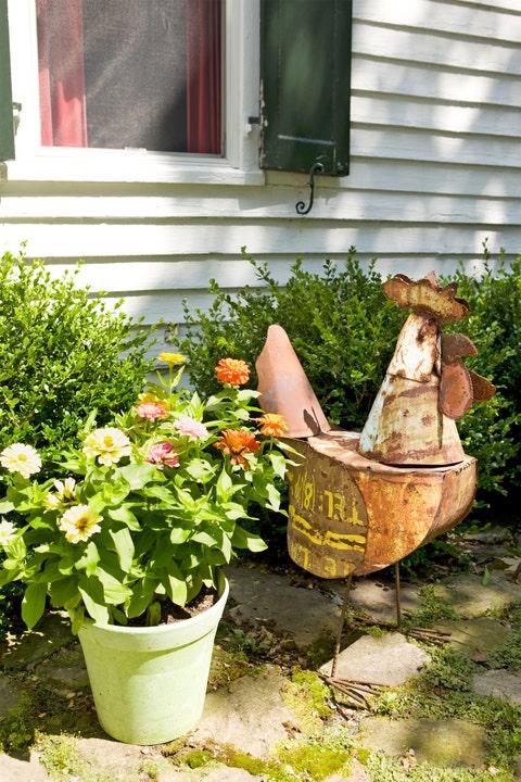 Plant, Flowerpot, Garden, Shrub, Television, Interior design, Flowering plant, Annual plant, Yard, Houseplant,
