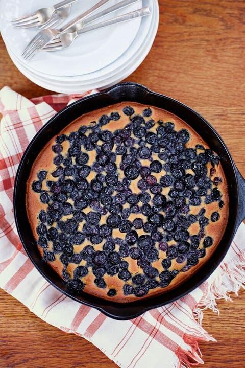 Dish, Food, Cuisine, Blueberry pie, Ingredient, Dessert, Cobbler, Pie, Berry, Recipe,