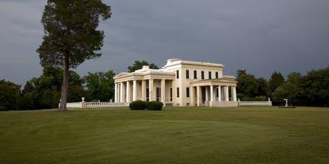 Property, Architecture, Land lot, Plain, Landmark, Real estate, Villa, Column, Mansion, Lawn,