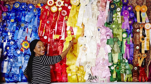 Wall, Textile, Bazaar, Temple, Art, Selling, Visual arts, Modern art, Street, Colorfulness,