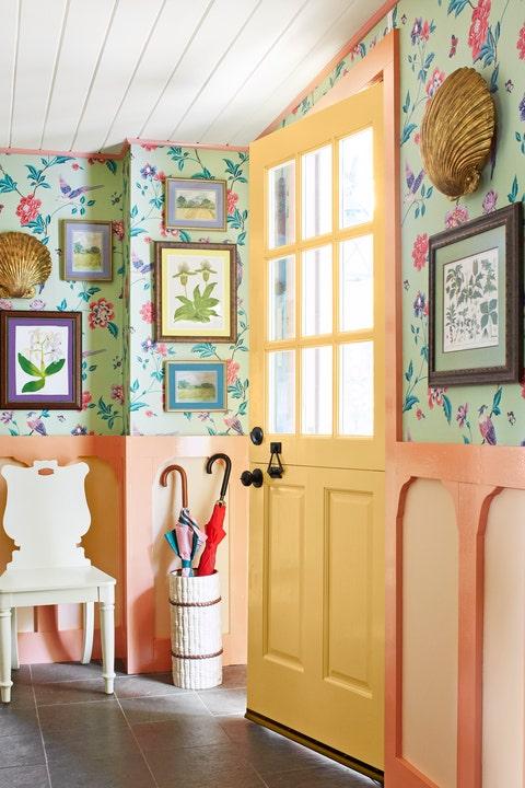 Room, Interior design, Wall, House, Wallpaper, Curtain, Furniture, Textile, Floor, Window treatment,