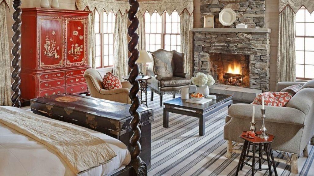 Room, Interior design, Wood, Property, Textile, Floor, Living room, Wall, Furniture, Hearth,