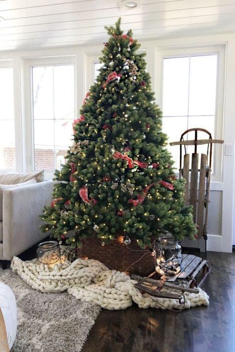 Wood, Room, Interior design, Property, Christmas decoration, Christmas tree, Home, Interior design, Floor, Christmas ornament,