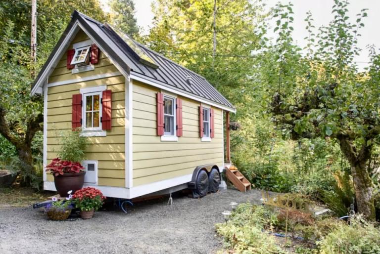 House, Property, Home, Cottage, Building, Shed, Real estate, Garden buildings, Log cabin, Room,