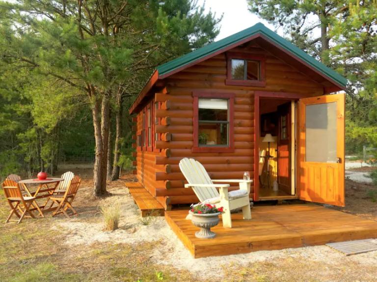 Log cabin, Cottage, Property, Building, House, Home, Shed, Room, Garden buildings, Backyard,
