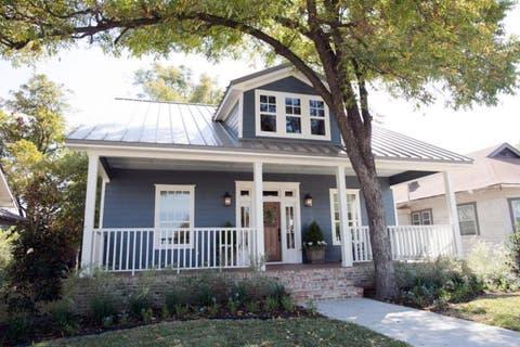 Home, Property, House, Real estate, Building, Siding, Cottage, Roof, Estate, Neighbourhood,