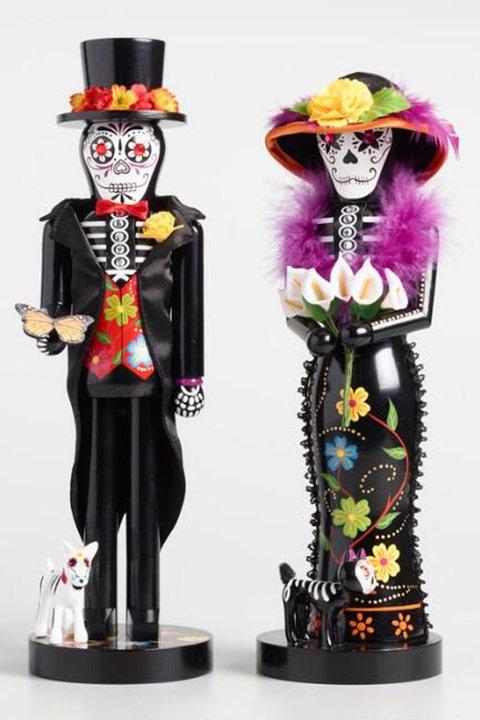 Toy, Decorative nutcracker, Figurine, Fictional character, Nutcracker, Supervillain, Art,