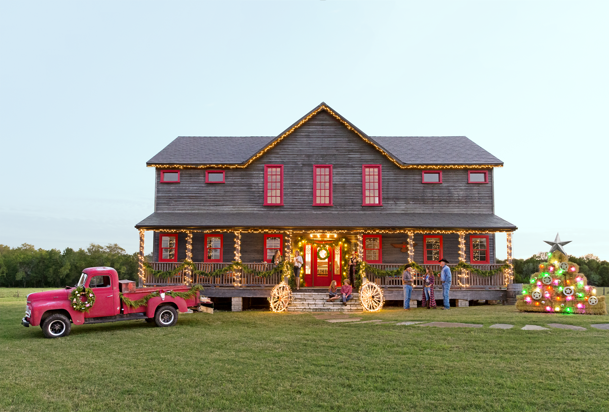 House, Home, Building, Grass, Vehicle, Classic, Cottage, Rural area, Car, Roof,