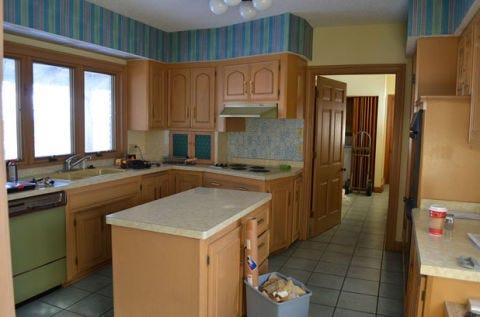 Room, Lighting, Wood, Interior design, Floor, Property, Flooring, Ceiling, Furniture, Cupboard,