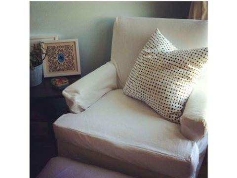 Brown, Room, Furniture, White, Interior design, Wall, Pillow, Black, Cushion, Beige,