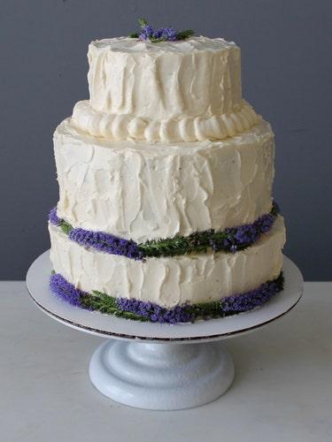 Sweetness, Cake, Food, Cuisine, Dessert, Baked goods, Cake decorating, White, Ingredient, Buttercream,