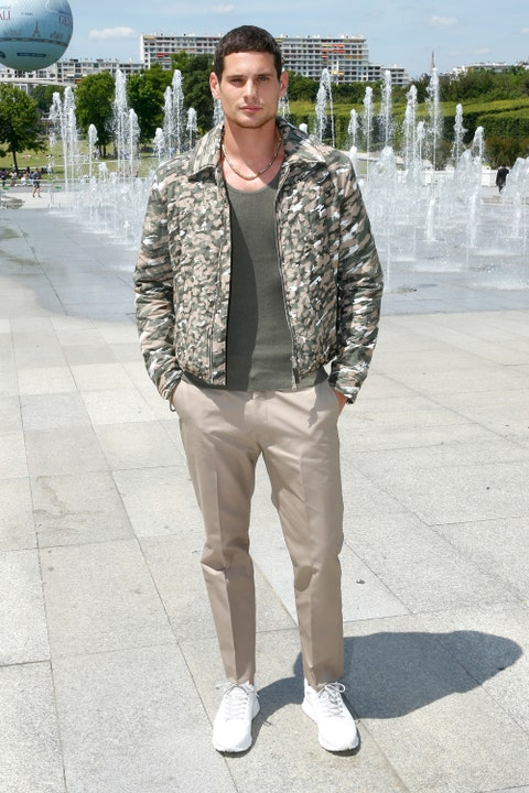 Daytime, Sleeve, Shoe, Human body, Textile, Fountain, Collar, Outerwear, Standing, Style,
