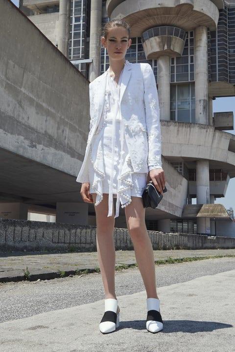 Clothing, Sleeve, Shoe, Human leg, Collar, Outerwear, White, Style, Street fashion, Dress shirt,