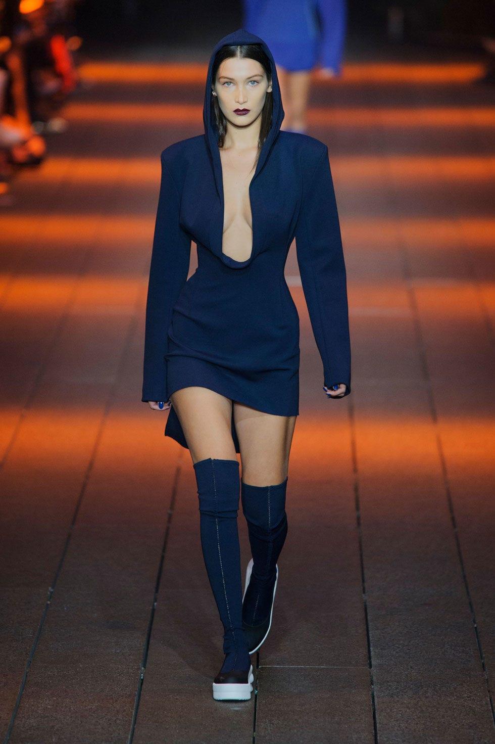 Clothing, Leg, Human leg, Joint, Outerwear, Orange, Style, Knee, Street fashion, Thigh,