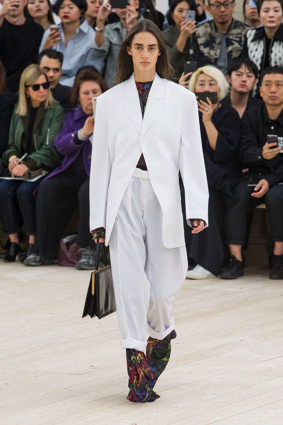 Footwear, Human, Leg, People, Winter, Fashion show, Outerwear, Runway, Style, Coat,