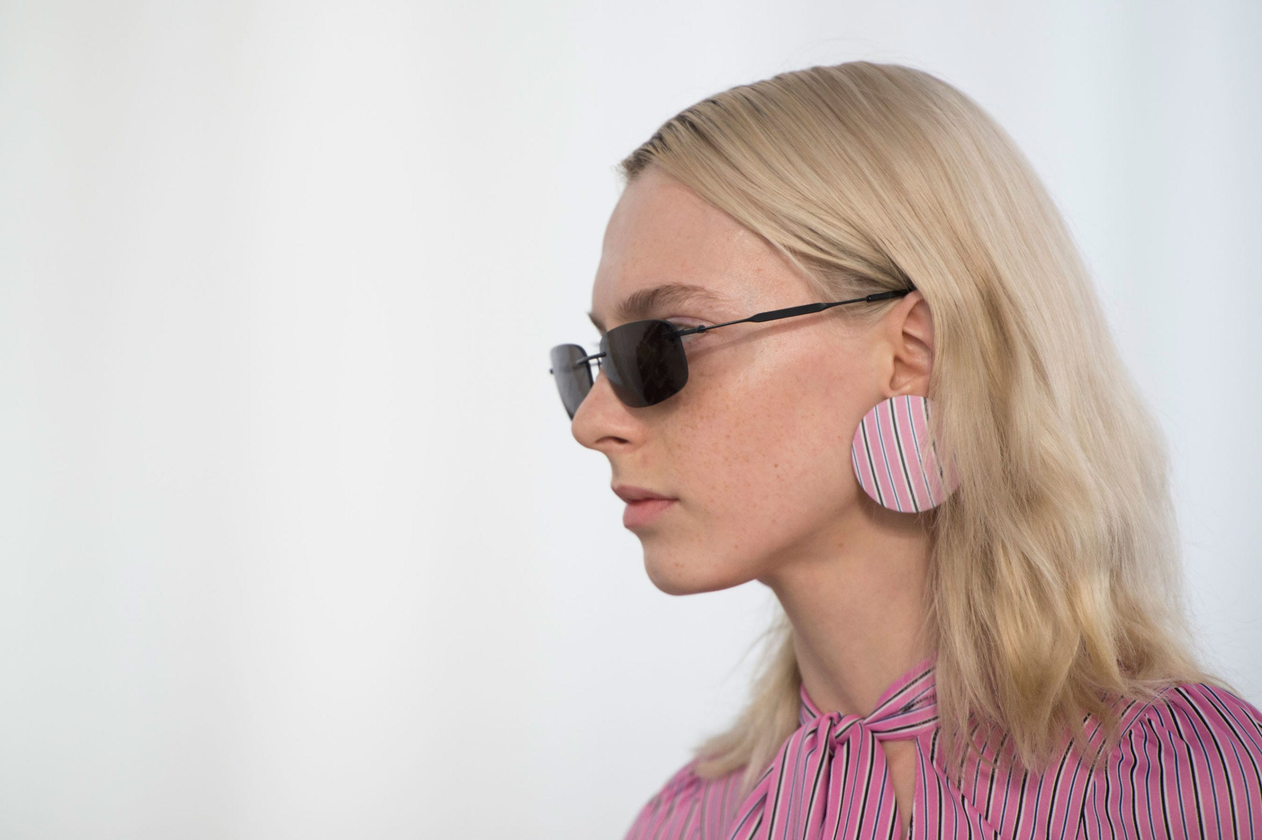Eyewear, Earrings, Vision care, Cheek, Hairstyle, Chin, Audio equipment, Pink, Style, Fashion accessory,