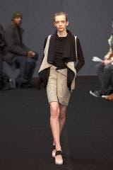 Leg, Sleeve, Human leg, Standing, Photograph, Joint, White, Collar, Style, Knee,