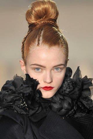 Ear, Hairstyle, Eyebrow, Style, Eyelash, Beauty, Hair accessory, Fashion, Black, Liver,