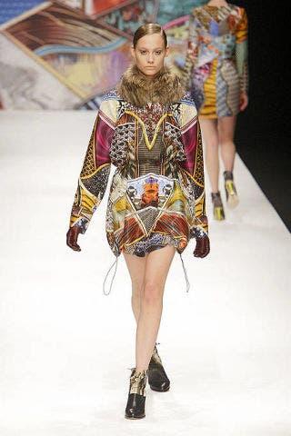 Fashion show, Runway, Style, Fashion model, Costume design, Fashion, Model, One-piece garment, Fashion design, Haute couture,