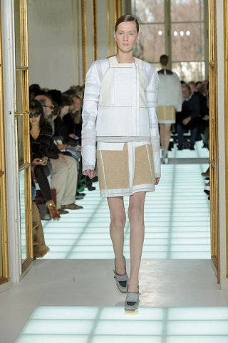Leg, Brown, Human body, Shoulder, Human leg, Joint, Outerwear, Fashion show, White, Runway,