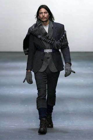 Clothing, Leg, Sleeve, Human body, Shoulder, Textile, Fashion show, Joint, Collar, Outerwear,