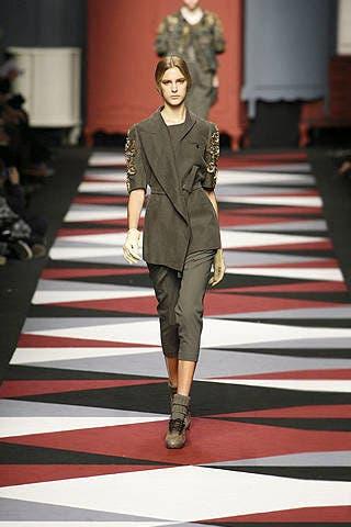 Fashion show, Runway, Outerwear, Style, Fashion model, Fashion accessory, Fashion, Dress, Model, Waist,