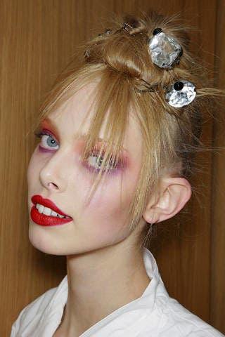 Ear, Lip, Brown, Hairstyle, Skin, Chin, Forehead, Eyebrow, Eyelash, Hair accessory,