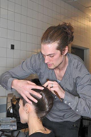 Ear, Hairstyle, Beauty salon, Jaw, Wrist, Hairdresser, Barber, Black hair, Personal grooming, Beard,