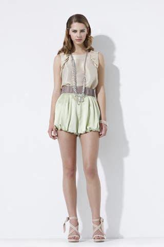 Clothing, Leg, Brown, Sleeve, Human leg, Shoulder, Textile, Joint, Standing, White,