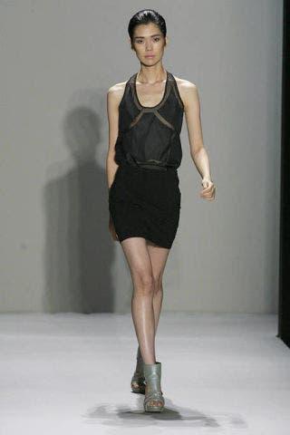 Clothing, Leg, Human body, Sleeve, Human leg, Shoulder, Dress, Joint, Standing, Style,
