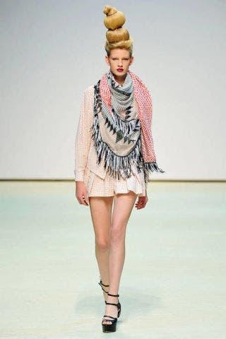 Fashion show, Shoulder, Joint, Human leg, Dress, Style, Runway, Fashion model, Fashion, Knee,