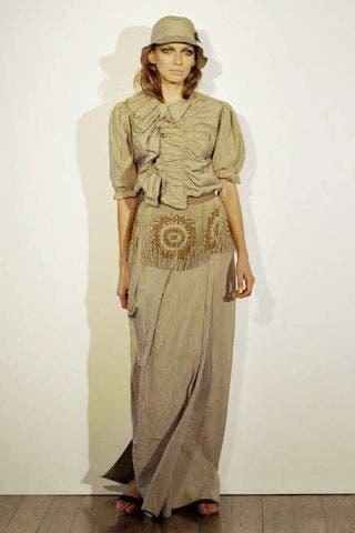 Brown, Sleeve, Human body, Shoulder, Standing, Joint, Style, Formal wear, Floor, Waist,