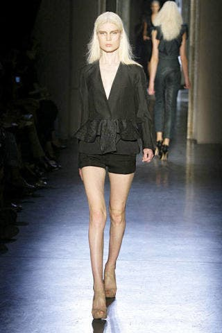 Clothing, Leg, Brown, Fashion show, Hairstyle, Event, Human body, Shoulder, Human leg, Joint,