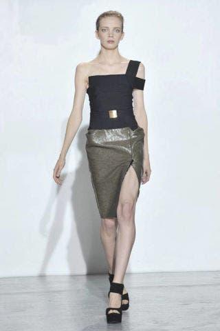 Human body, Human leg, Shoulder, Joint, Waist, Standing, White, Dress, Style, Fashion show,