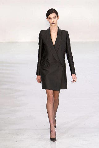 Leg, Hairstyle, Sleeve, Human leg, Shoulder, Collar, Joint, Standing, Formal wear, Style,