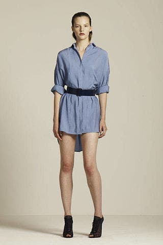 Clothing, Leg, Human leg, Sleeve, Shoulder, Joint, Standing, High heels, Collar, Style,